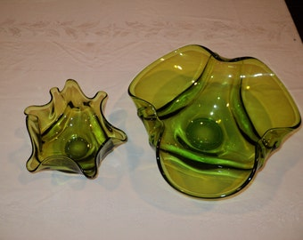2  Mid Century Modern Collectable Handkerchief Glass Bowls, Green Glass Bowls for use as a dip and chip bowl set in Mint Condition