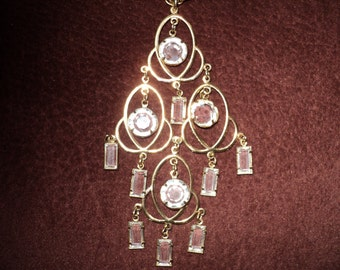 Vintage Chandelier Style CRYSTAL PENDANT NECKLACE in a cascade of  emerald cut crystals and bezel cut crystals set in gold tone metal prongs
