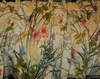 Vintage Pleated Valance, Cotton Chintz Fabric with an organic woodland floral design in Mint Condition Great Fabric Supply to recycle
