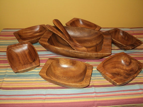 9 Pieces of Vintage Solid Monkeypod Wood, Service Set of  6 Salad Bowls, A  Large Serving Bowl  and Matching Salad Tongs, in Great Condition