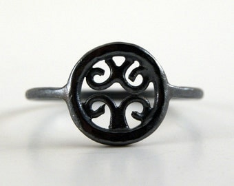 Little Venetian Ring in Oxidized Sterling Silver