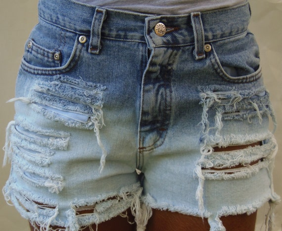 High Waisted Ombre Distressed Lee short (Size 7)
