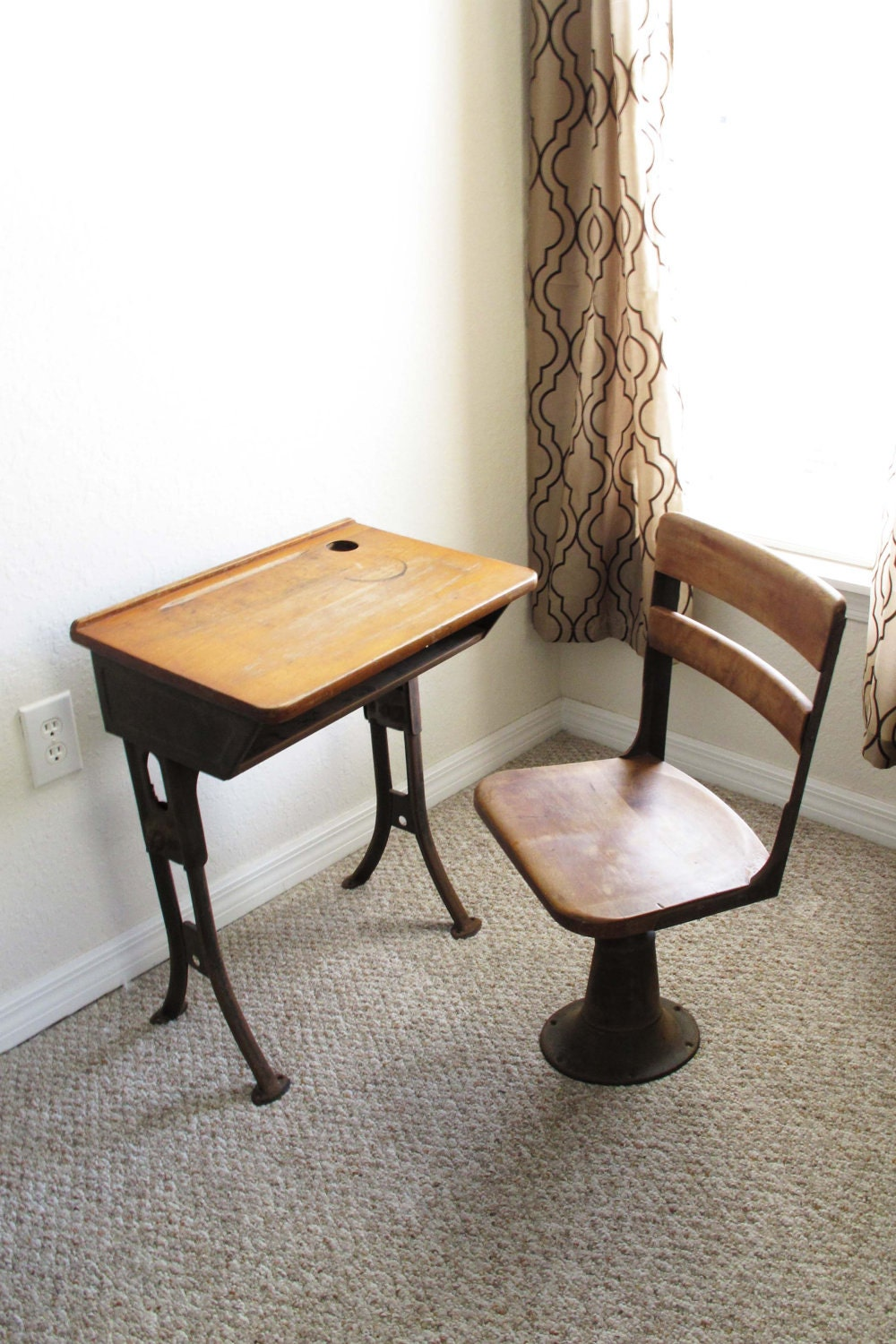 Sale antique school desk and chair for Desk chairs on sale