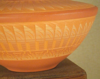 Native American Indian pot - Navajo etched pottery - signed by artist