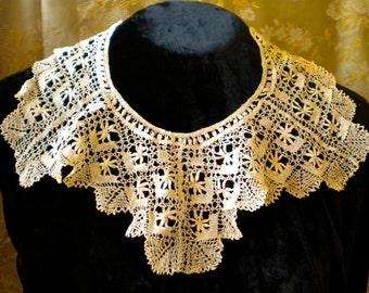 1930's Ecru Bobbin Lace Collar