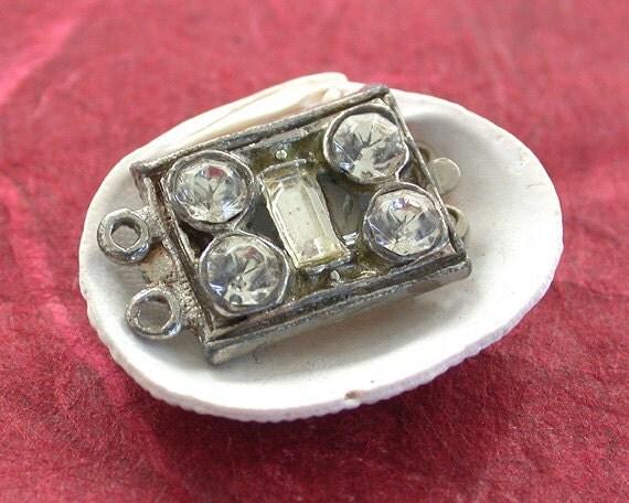 Vintage Clasps, Vintage Rhinestone Clasps, Vintage Box  Clasps, Vintage Findings VTFD-001