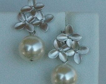 Silver Little Bouquet and Swarovski Crystal Pearls Dangle  Earrings, Bridesmaids Earrings, Bride Bridal Earrings