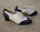 vintage soft white navy blue leather 60s LACE UP heeled oxfords, ankle booties,shoes size US 7, made in Switzerland