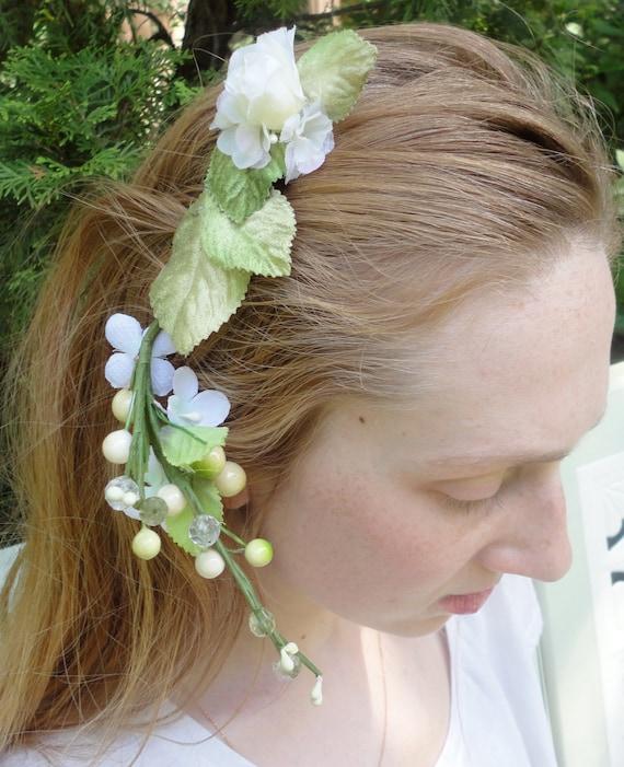 Green and White Flower Hair Comb, Bohemian Floral Hair Clip, Wedding Head Piece, White Fascinator, Green Leaves, Brides Hair Clip, Mori Girl