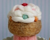 Confetti MUNCH CAKE - Needle-felted Cupcake, Pin-Cushion, Play-Food, Home Decor, Gift