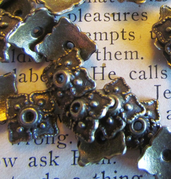 20pcs Antique Bronze Square Flower Bead Caps 8mm - Ships IMMEDIATELY from California - B21