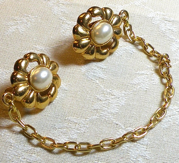 Vintage Sweater Guard Faux Pearl Gold Flower 1950s