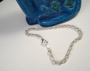 Elegant KOREA Interlocking Rings Silver Tone Bracelet
