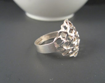 Nice Vintage 925 Sterling Silver Diamond Cut Dome Ring size 8
