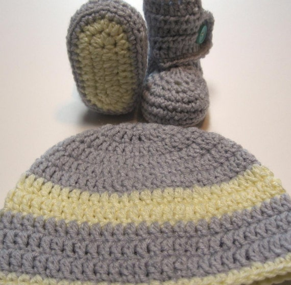 Baby booties and hat set.  Crochet.  Unisex.  Ready to ship.  Newborn to 3 month.  Gender neutral.