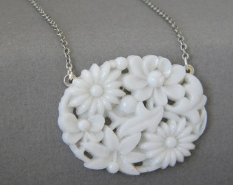 White Vintage Glass Flower Necklace