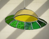 UFO Stained Glass Sun Catcher - Vitreaux OVNI
