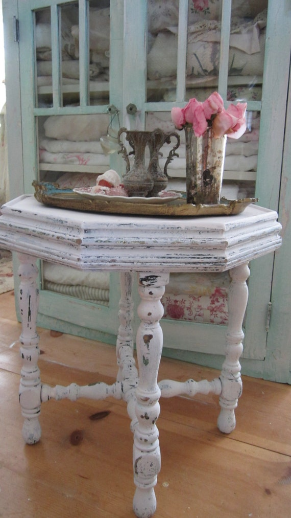 Vintage chippy painted soft pale pink side table shabby chic cottage chic prairie Beautiful and charming