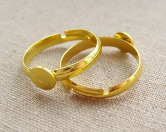 5 Pcs - Gold Adjustable Rings with Tray - Size: 19mm in diameter, Tray 6mm in diameter