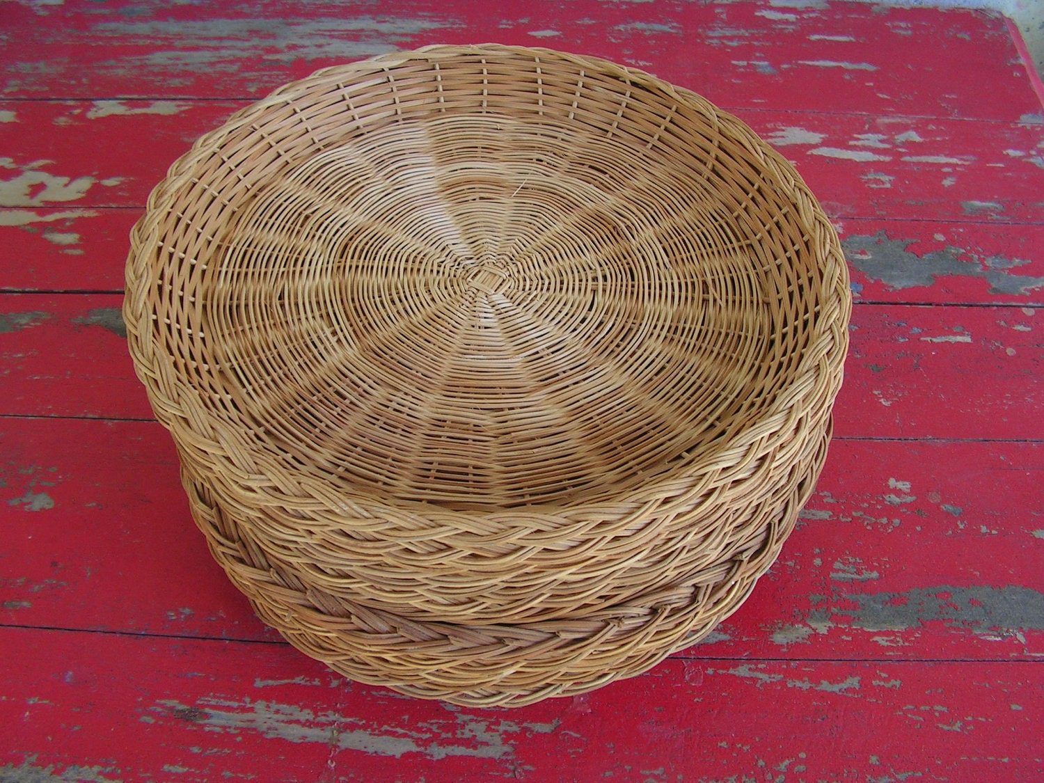 Twelve 1960s Paper Plate Wicker Baskets For Your Next Picnic