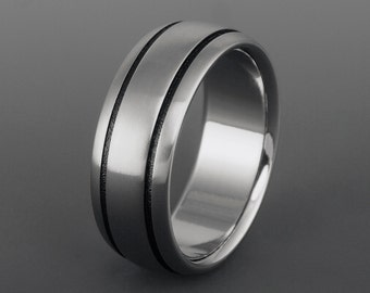 Titanium Ring, Black Stripe Titanium Band / Wedding Band, Engagement Promise Ring / Mens or Womens Ring / Classy and Elegant Titanium Ring
