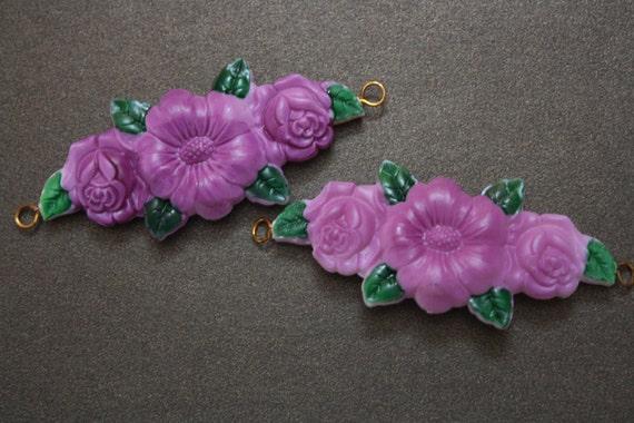 Vintage purple flower connectors - plastic charms - jewelry