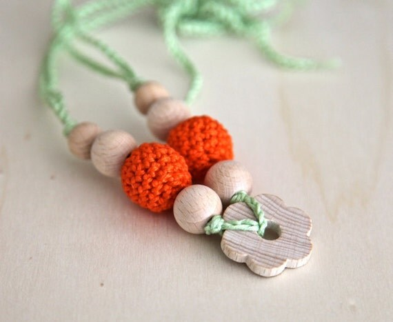 Green and orange spring flower nursing necklace.  Girls crochet necklace/ bracelet. Mammy and baby teething necklace/ bracelet.