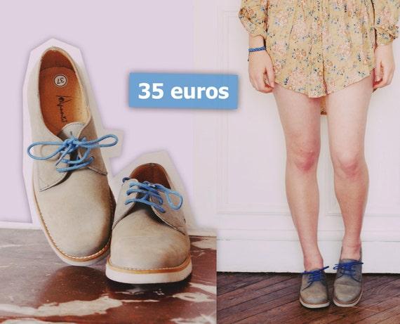 Chaussures grises à lacets bleus - Grey shoes with blue laces -