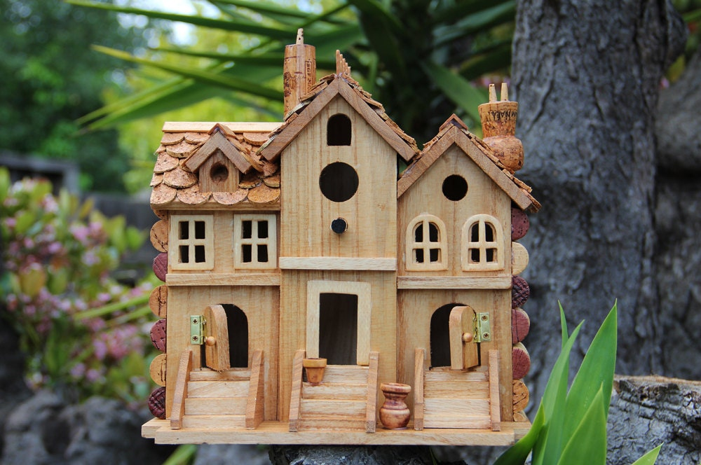Birdhouse three townhouses wood and wine corks for How to build a birdhouse out of wine corks
