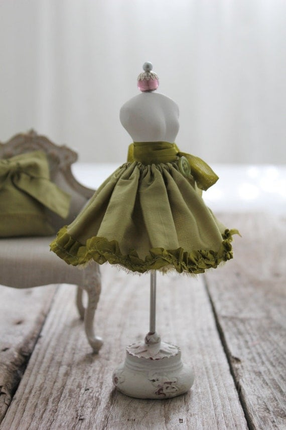 Olive Green Dupioni Silk Wrap Skirt, with Button and Ribbon: for Blythe/Monster High