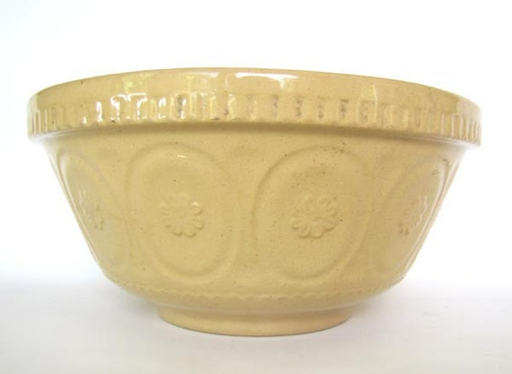 8.5 inch Antique Yelloware English Mixing Bowl