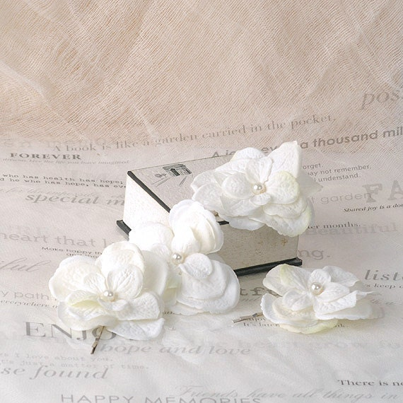 Wedding Flower Hair Pins, Bridal Hair Accessories, White Woodland Bobby Pins, Floral Hair Pieces, Wedding Headpiece