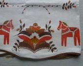 Vintage Swedish cafe curtain / Dala horse