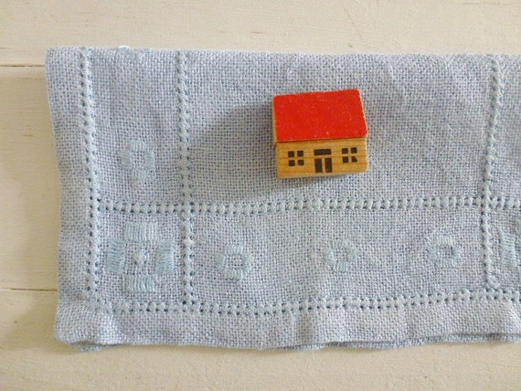 RESERVED / SOLD Vintage Swedish tablecloth / Embroidered small square