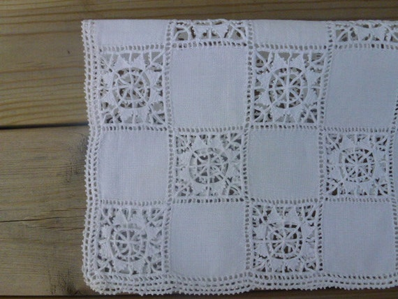 SOLD / RESERVED Vintage Swedish tablecloth / Stars pattern