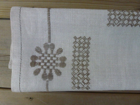 Vintage Swedish tablecloth / Embroidered flowers