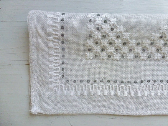 RESERVED / SOLD Vintage Swedish tablecloth / Small embroidered square