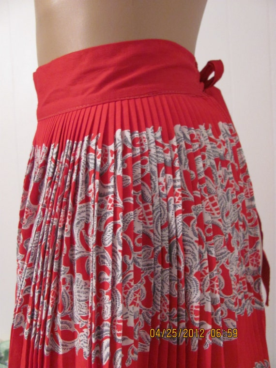 Vintage 1970s RED Full Skirted/ Pleated Apron