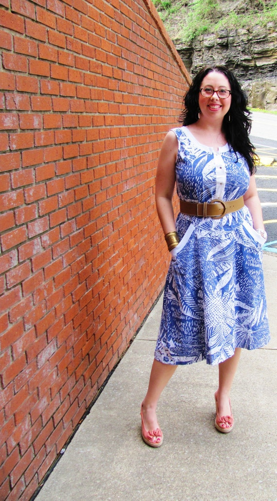 Vintage Blue/White Floral Day Dress with Full Skirt and pockets// 80s does 50s