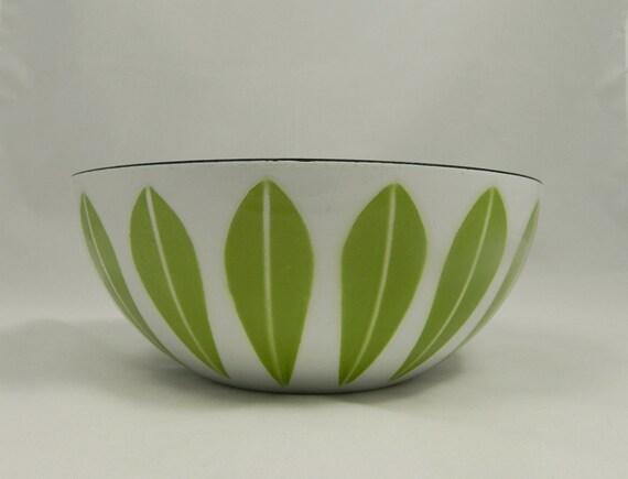 Mid Century Catherineholm Lotus Bowl in White & Avocado Green