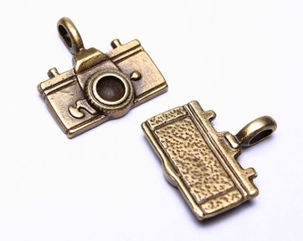 22mm Antique brass camera charm - Camera pendants - Photograph Charm - Nickel free - lead free (529) - Flat rate shipping