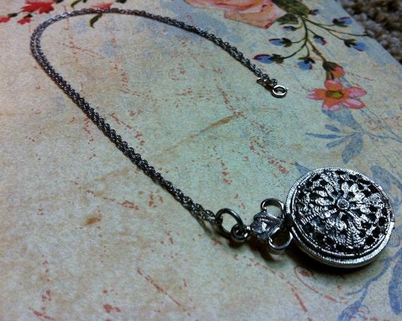 Silver Filigree Locket. Vintage round locket. Vintage silver Locket necklace. Filigree necklace.