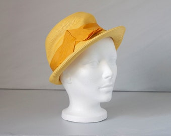 Vintage yellow 1950's 1960s straw hat with bow