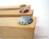 Door Wedge - Oak with knitted woollen detail - Blue/Grey