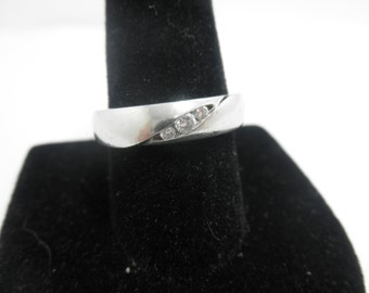 Mans Platinum and 30 points of diamond  Band  Heavy 9 Grams  6mm wide