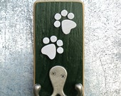 Pet Leash Hook. hunter green.