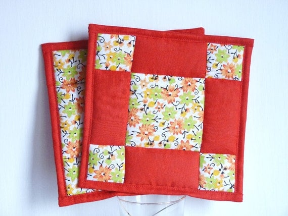 Red and white floral patchwork quilted pot holders: set of 2