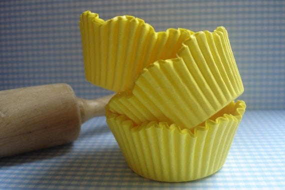 Bulk -  Spring Yellow Scallop Cupcake Liners -  Specialty Baking Cups (200 ) Perfect Wedding