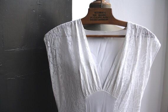 1940s italian Lingerie. White silk satin nightgown. V waistline.