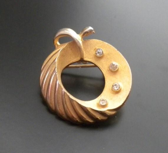 Vintage Rhinestone Gold Tone Apple Fruit Wreath Brooch Pin - Estate Jewelry